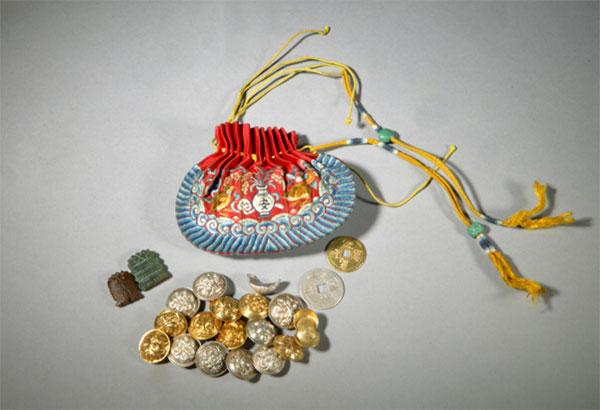 清宫刺绣荷包 图片来源:故宫博物院官网
