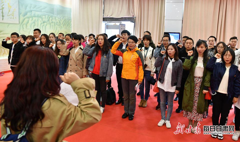 甘肃日报社团委主题团日活动在会宁举行