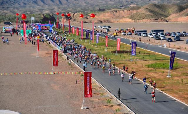 白银景泰:万余人参加第二届黄河石林山地马拉松赛事
