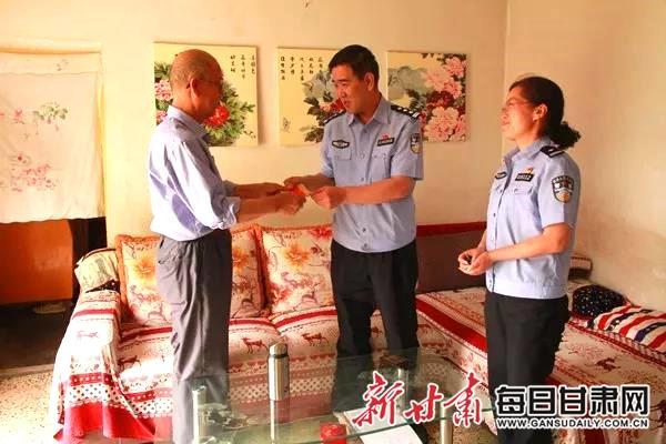 景泰县公安局党委走访慰问困难党员