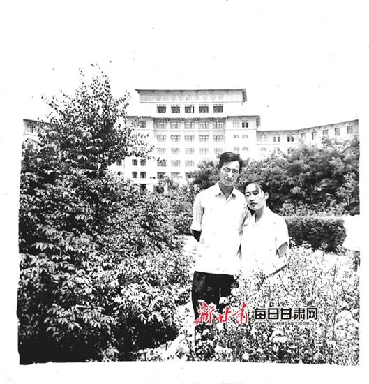 与敌同行演员表:【兰大最美爱情故事】用60年的光阴修炼爱情,用相互的信任温暖生活
