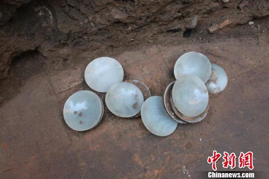 吉尔吉斯斯坦一座千年古墓发现诸多中国元素