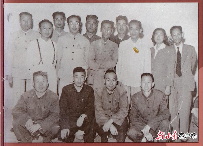 五十年代,阮迪民、铁军、薛剑英、马谦卿等同志合影.png