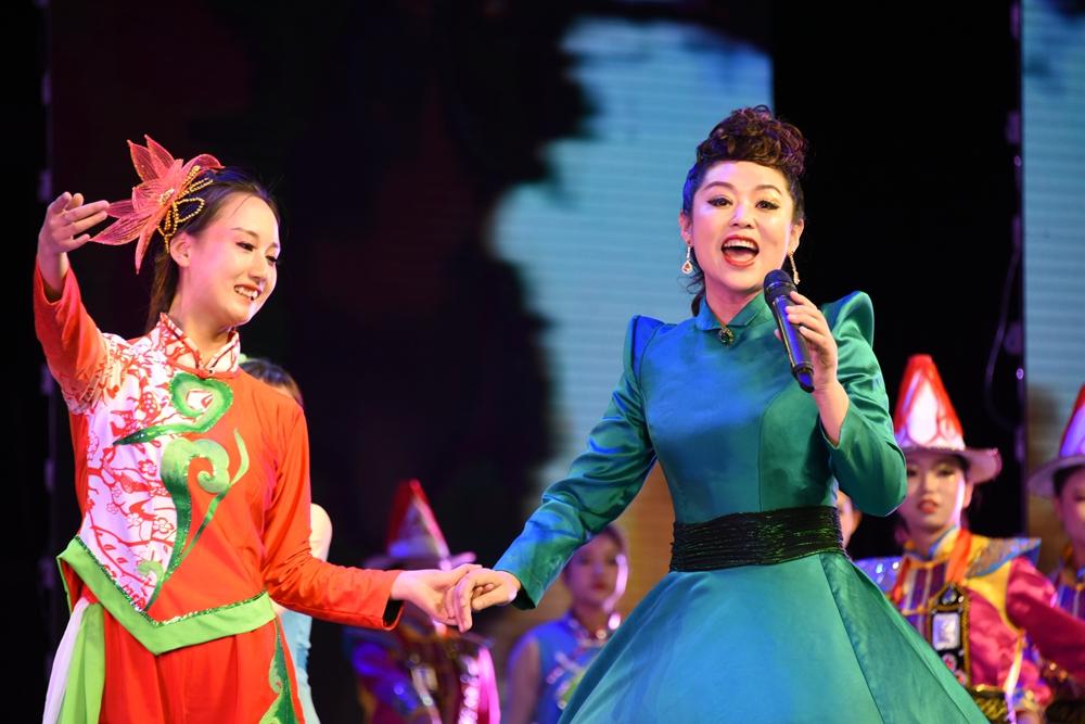 甘肃省政协举行庆祝新中国暨人民政协成立70周年联欢会