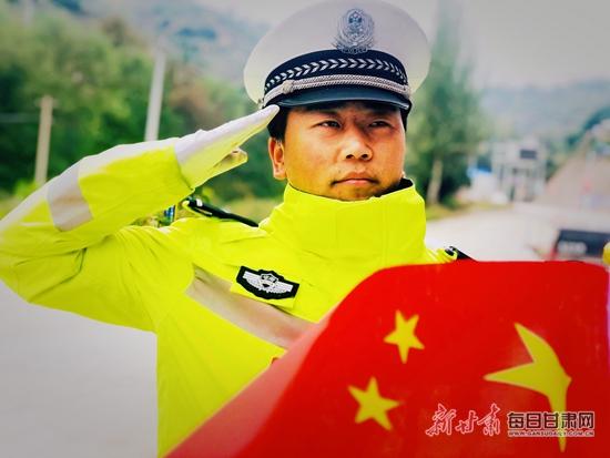龚家湾交警大队我与国旗同框