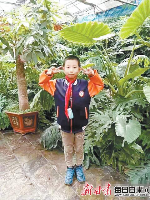 的父亲_庆阳12岁男孩走失11天 父亲背贴寻人启事满街寻找