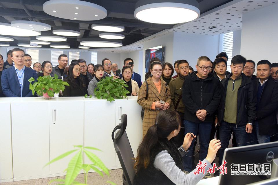 60余名民企精英参观访问甘肃日报