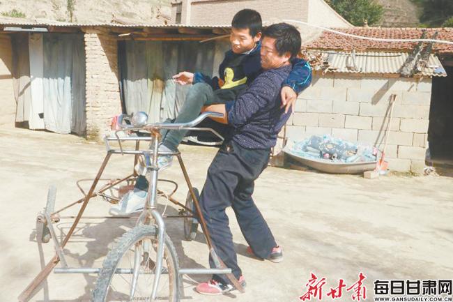 会宁农民张生华:为让俩脑瘫儿站
