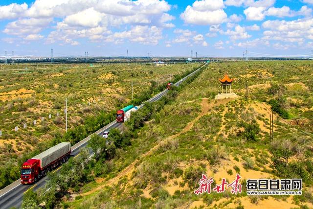 8-沙漠治理后,公路、铁路得到有效保护.jpg