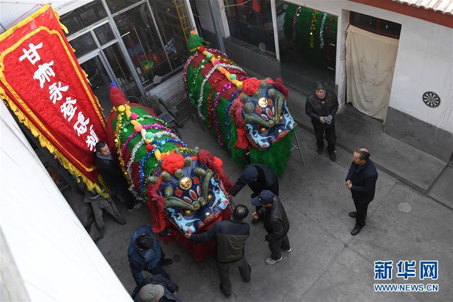 (社会)(2)甘肃永登:硬狮子 舞起来