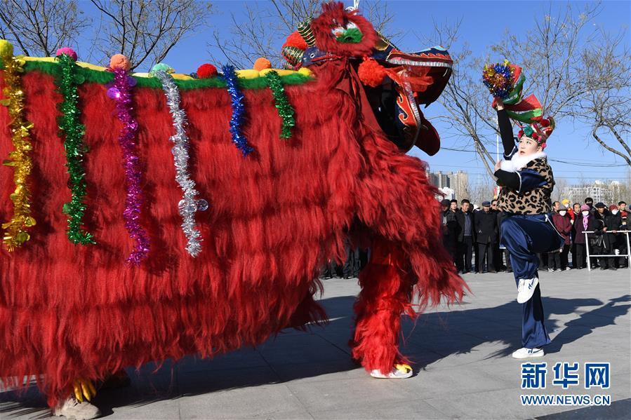 (社会)(4)甘肃永登:硬狮子 舞起来