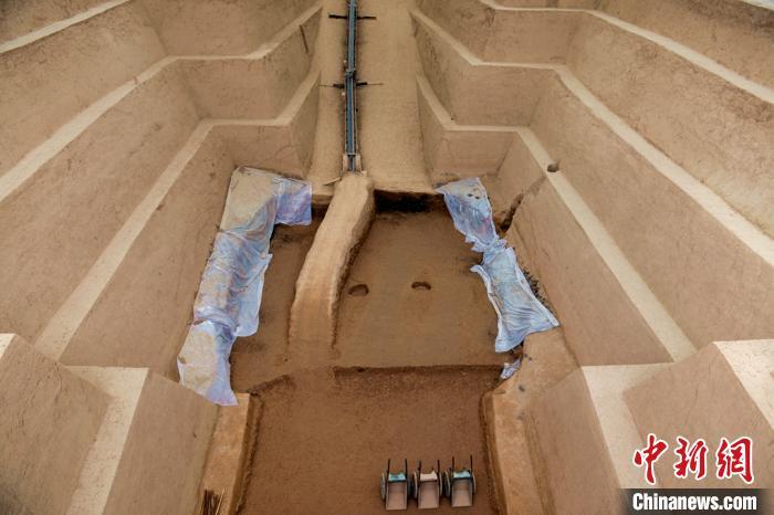 秦始皇陵陵西发现大型墓葬。秦始皇帝陵博物院供图