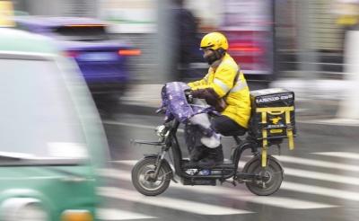 【聚焦兰州两会】政协委员为快递、外卖交通安全支招:强化人员培训 建立信用制度