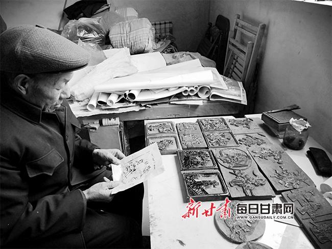 天水街亭老人县璋和他的雕版窗花