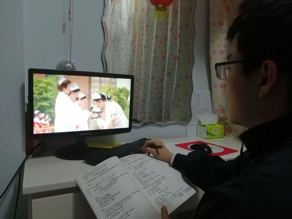 """甘肃在全省大中小学校开展""""共抗疫情 爱国力行""""主题活动"""