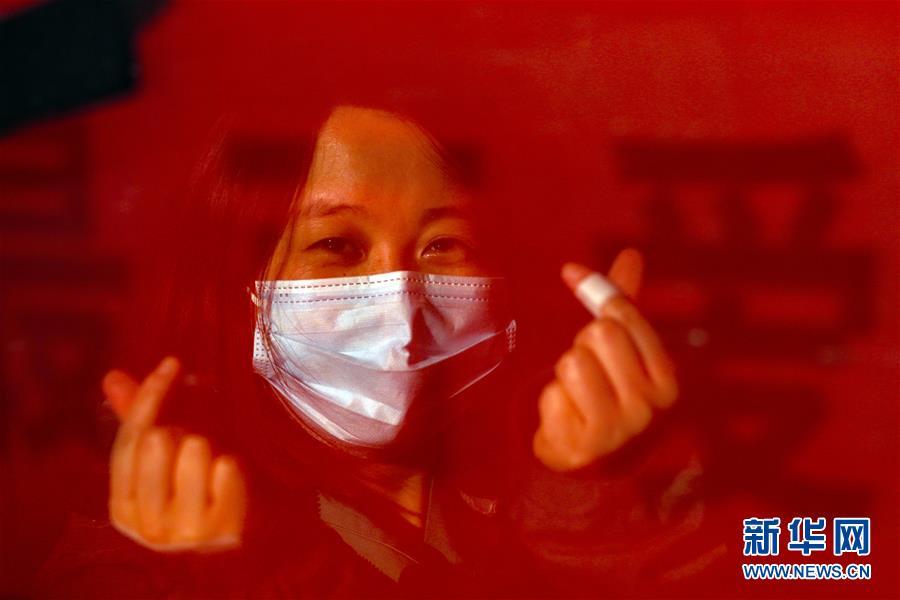 (新华全媒头条・图文互动)(5)最美逆行者,武汉永远记得你!――首批援鄂医疗队返程纪实