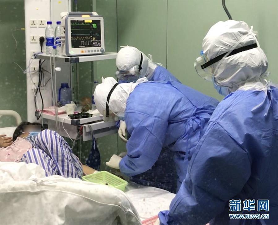(一线抗疫群英谱・图文互动)(1)除夕夜奔赴隔离重症病房的侯坤