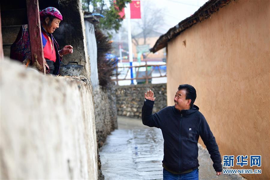 """(脱贫攻坚・图片故事)(10)扶贫相册――藏族村寨的脱贫""""贴心人"""""""
