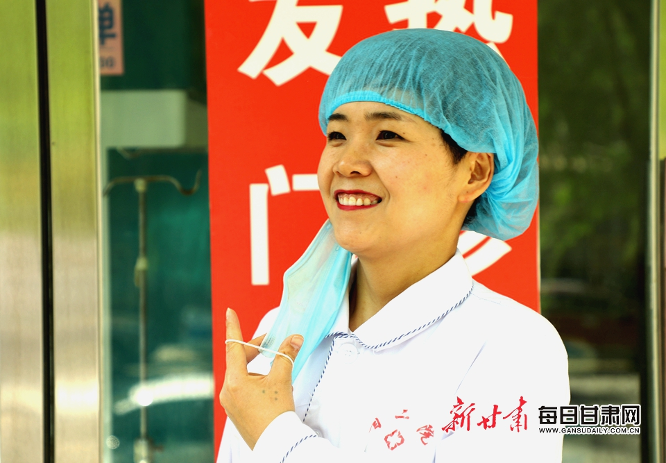 第二门诊部护士长 张广彦 发热门诊 (2).JPG