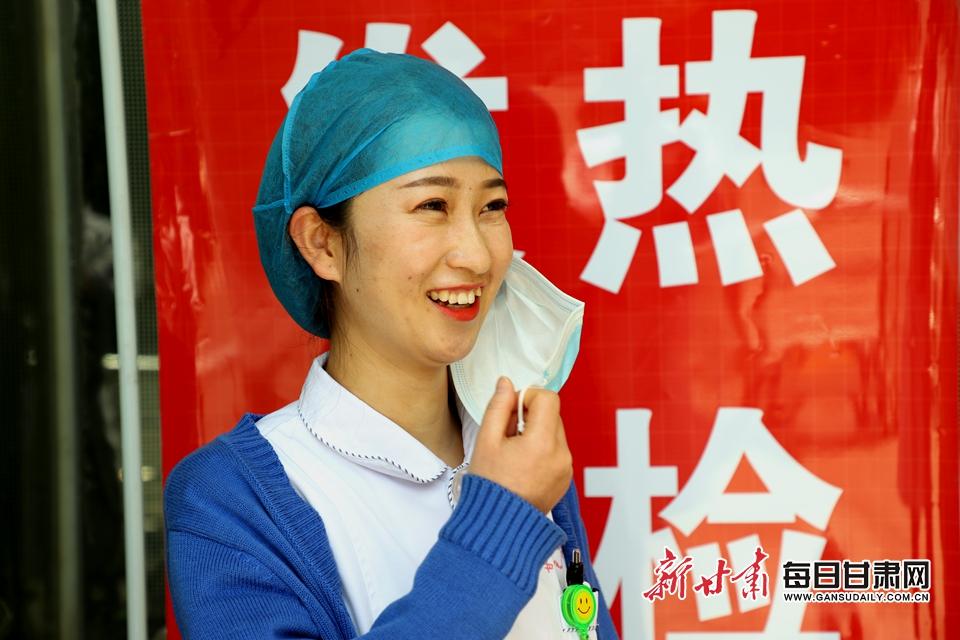 健康管理中心护士 刘小琴 预检分诊 (2).JPG