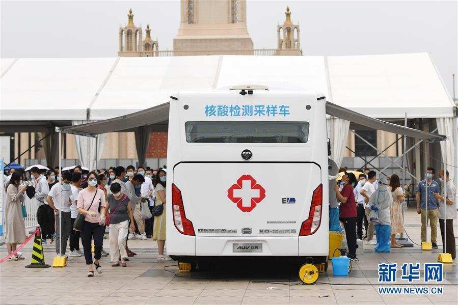 (聚焦疫情防控・图文互动)(1)北京市首次投放移动核酸采样车