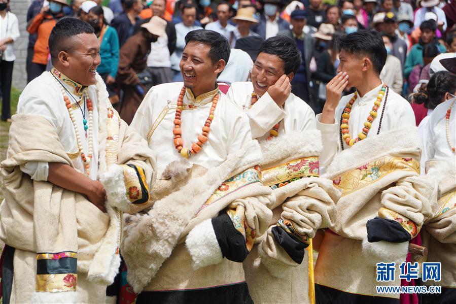 (文化)(4)甘肃碌曲:草原锅庄欢乐起舞