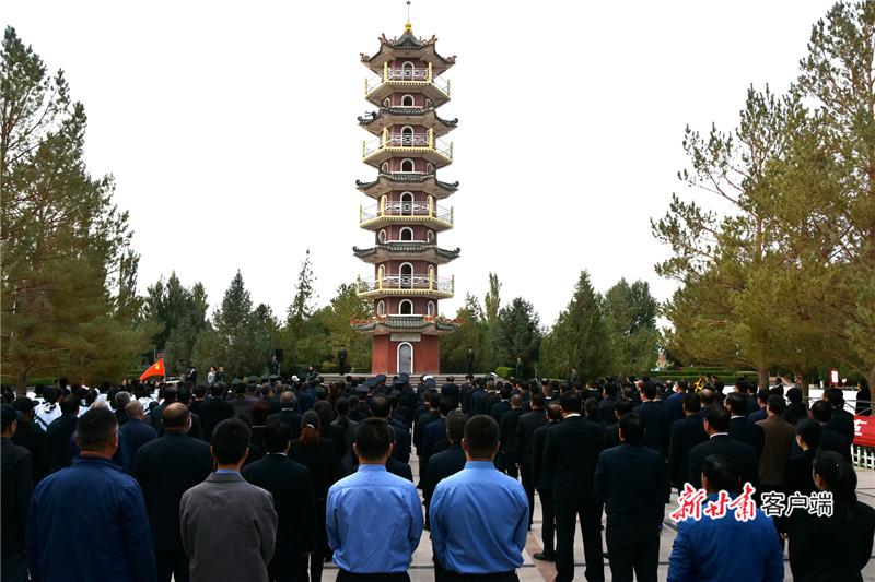 图为 9月30日,瓜州县在红西路军最后一战纪念塔前举行烈士纪念活动。韩雪林摄.jpg