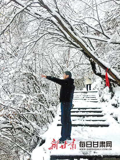 兰州雪后即景