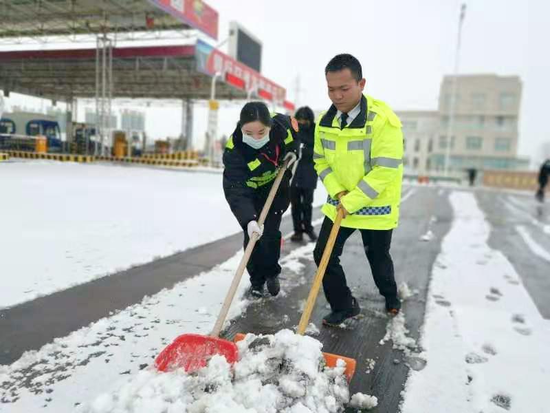 以雪为令 交通人全力保畅通