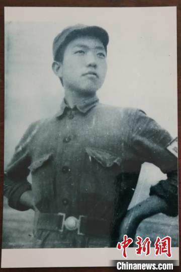 林鹏先生抗战时照片。吴占良供图